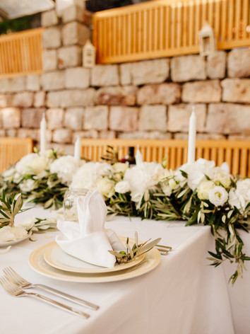 wedding-table-flower-decoration-FC33JTX.
