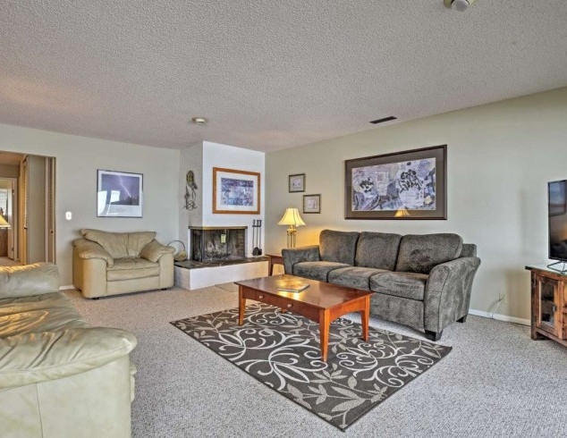 Condo Living Room 2.jpg