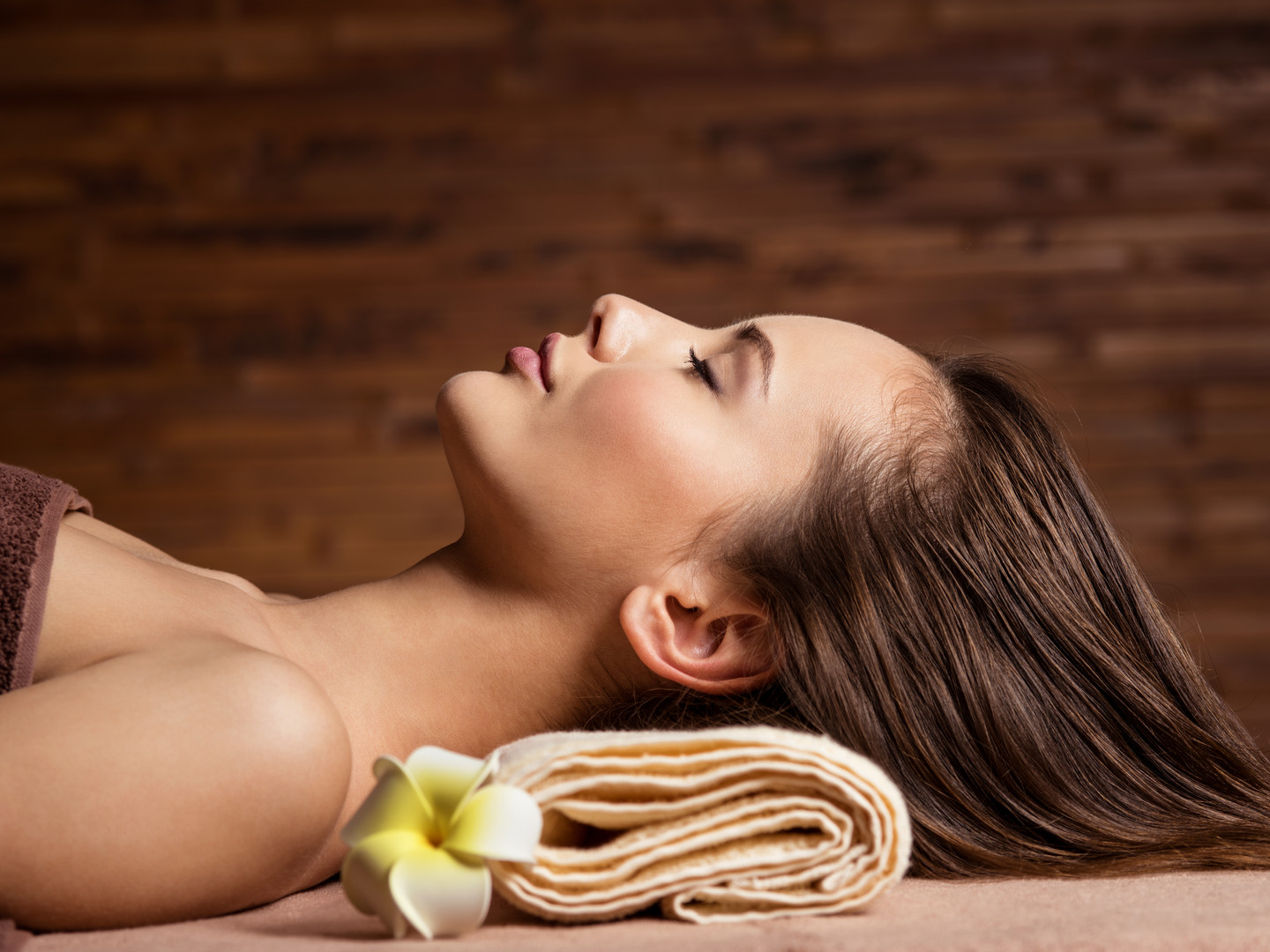 young-woman-relaxing-in-spa-salon-beauty