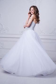 young-beautiful-bride-standing-in-antiqu