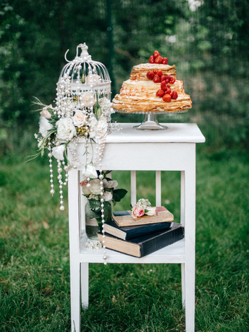 wedding-cake-at-the-wedding-of-the-newly