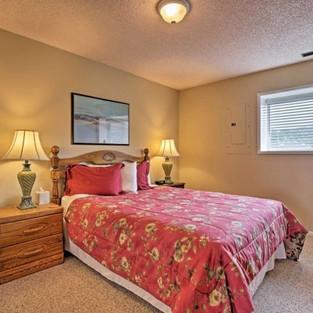 Condo 42 Guest Bedroom.jpg