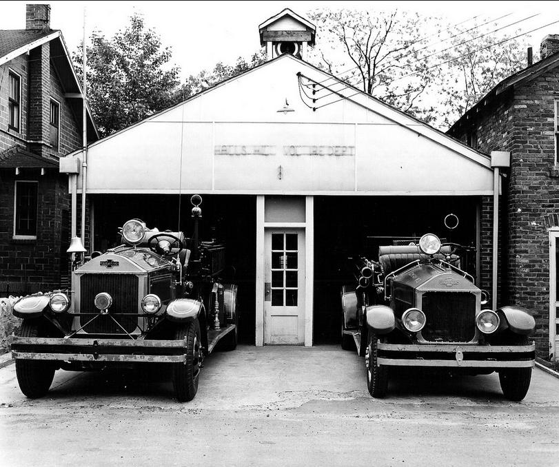 fs28_two trucks_arlington library