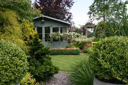 Garden office in garden with evergreen and decidious planting (1)
