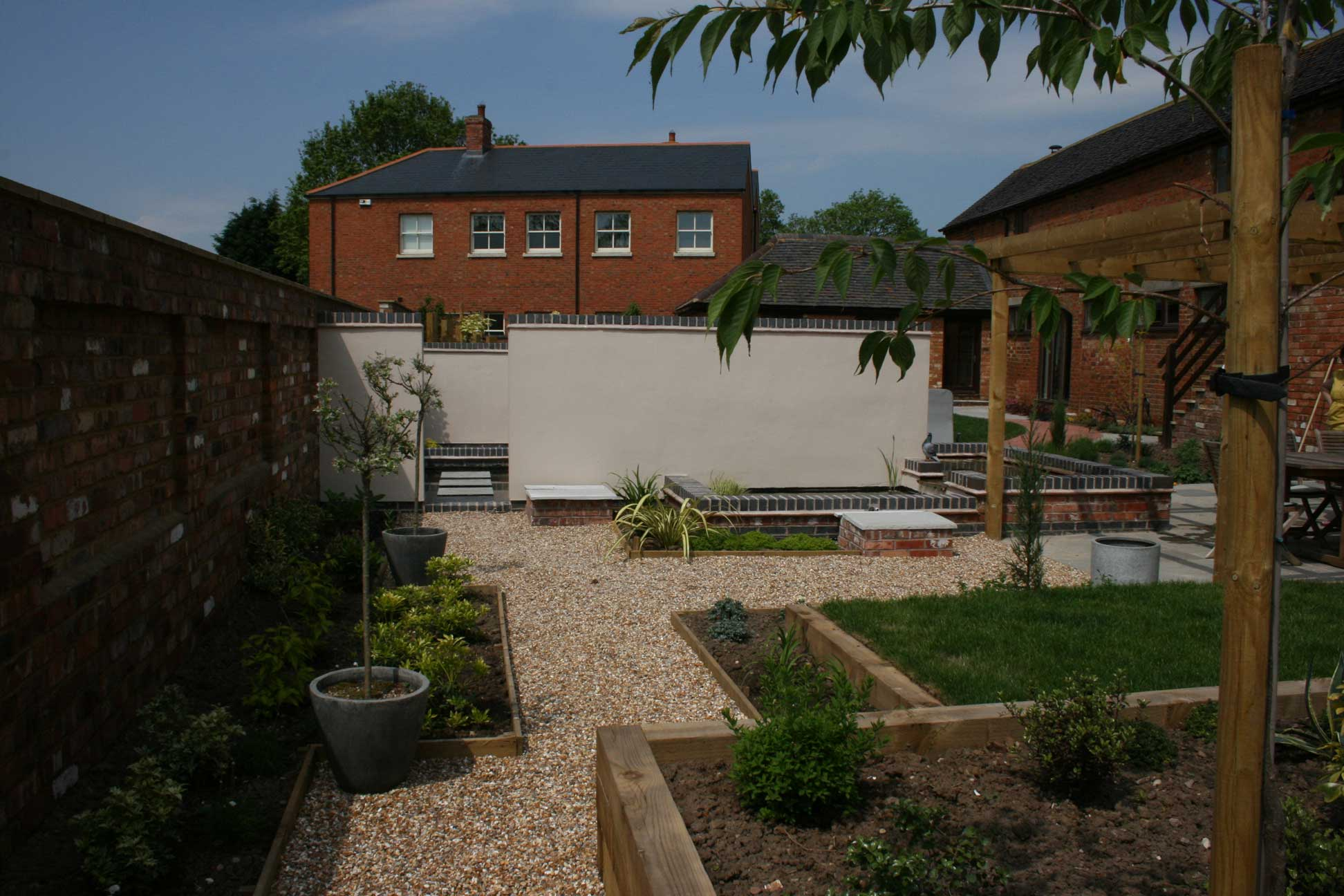 Wall to create divisions in large courtyard garden