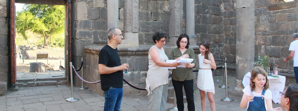 בת מצוה בבית הכנסת העתיק בעין קשתות.JPG
