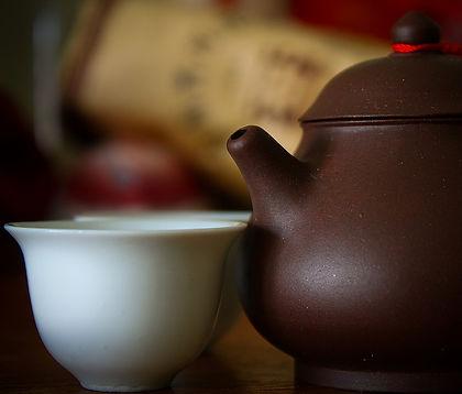飲めば分かるパパイヤ葉茶 栽培者からの一言 Papaya Leaf  よく耳にするのが「健康に良いから食べなさい飲みなさい」 世の中には何万とそんな食材がある 私は健康には全く興味がない  そんな私ですがパパイヤ葉茶のすごい効果を聞いて 試験的にパパイヤ栽培を行い葉を収穫して 茶にして飲み始めた まずは自らの手で栽培する  まず風邪をひきにくい。風邪をひいても熱が出にくい これが飲み始めて最初に経験した やっぱ世の中すごい物はある 今では毎日の摂取する水分はパパイヤ葉茶のみ 一日1ℓ以上は飲んでる ちょっと