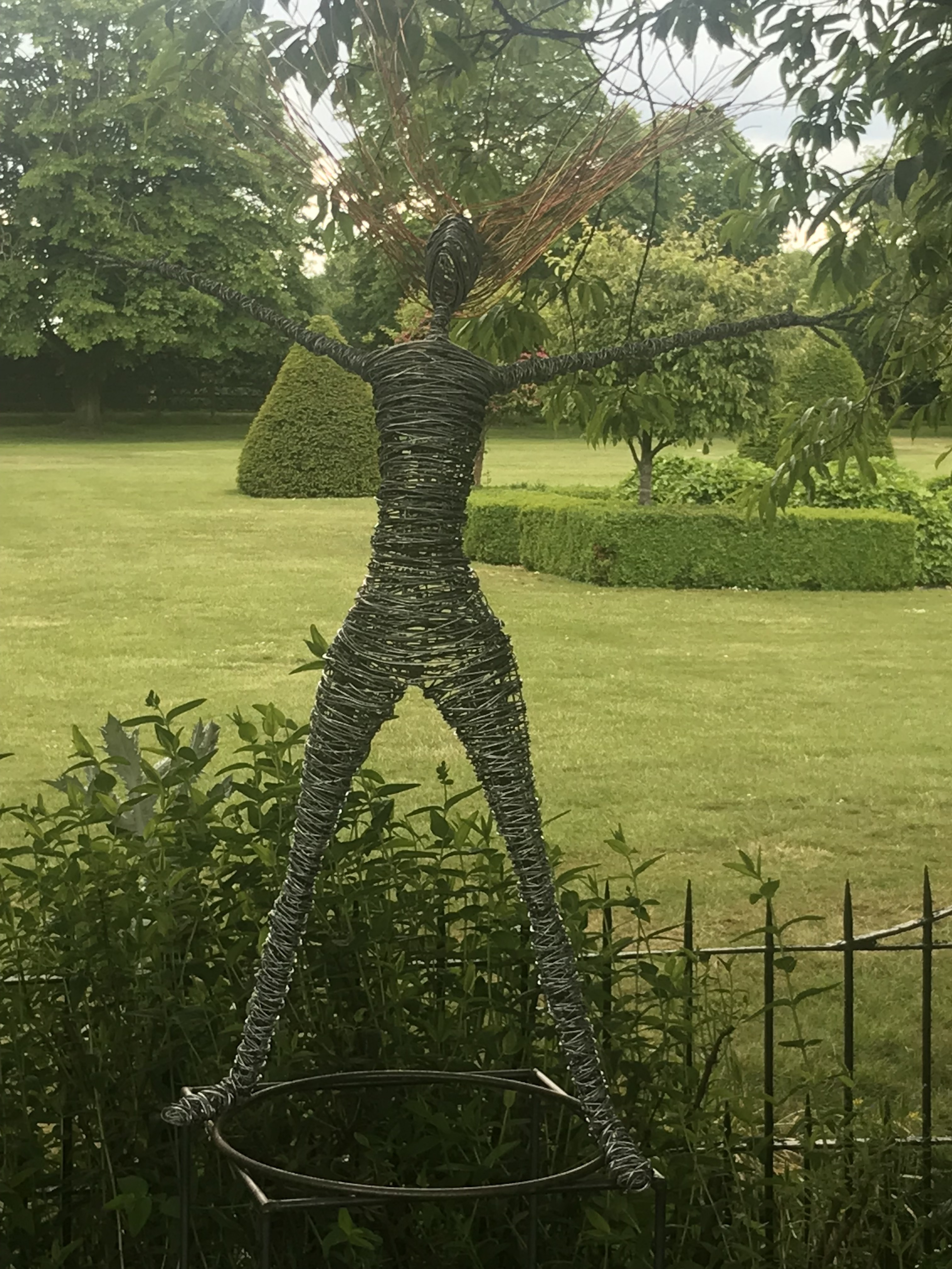 Standing Wire Figure