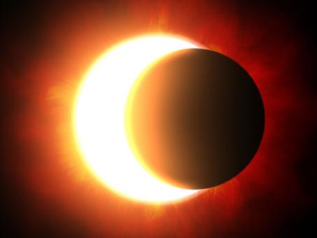 Eclipse Solar e Chuva de Meteoros Fechando 2020 com Chave de Ouro