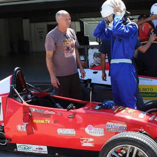 Pilote um formula na pista 2.jpg