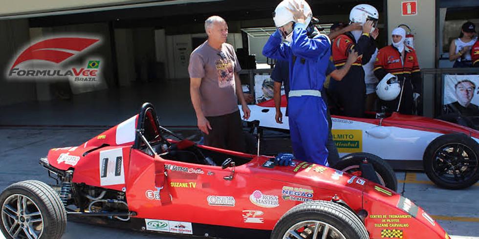 Pilote um formula na pista do ECPA - FVee