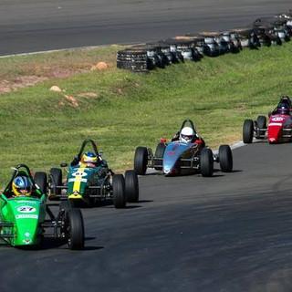 Pilote um formula na pista 3.jpg
