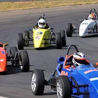 Pilote um formula na pista 1.jpg