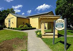 summer_building_sign_pennsylvania_bright
