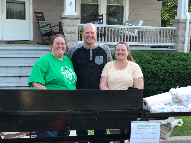 4H Club serves up Hot Dogs