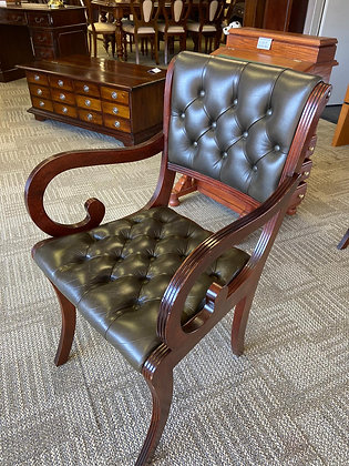 Chesterfield buttons back chair with arms