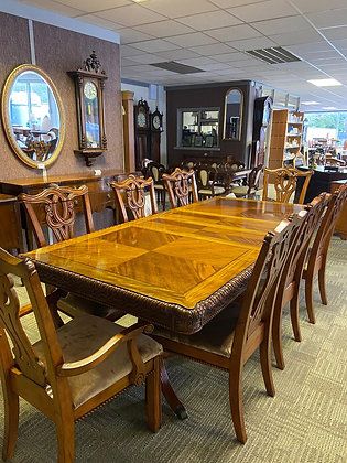 Walnut inlaid extendable table with 2 x carvers & 6 x chairs