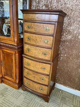 Victorian Walnut Bowfronted chest of 6 drawers