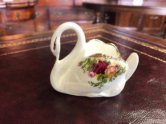 """Royal Albert """"Old Country Roses"""" swan ornament"""