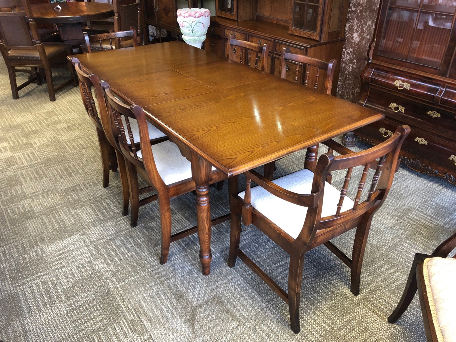 half off 19e14 6217b Solid oak table and 6 chairs
