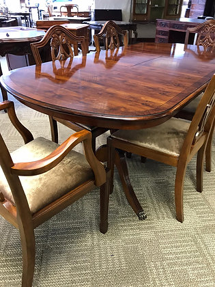 Mahogany inlaid butterfly leaf table with 2 x carvers & 4 x chairs