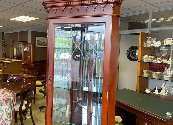Dark yew corner cabinet with carved top, mirror back & 3 glass shelves
