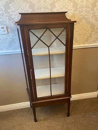 Edwardian mahogany inlaid display cabinet, cream shelves/background