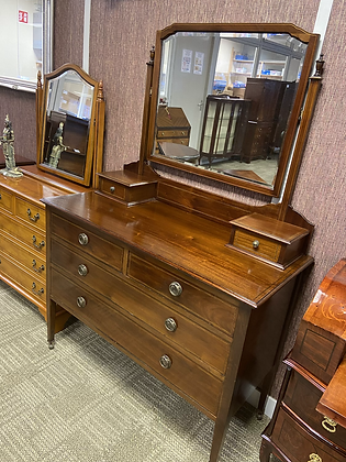 An Edwardian mahogany dressing table with bevelled mirror