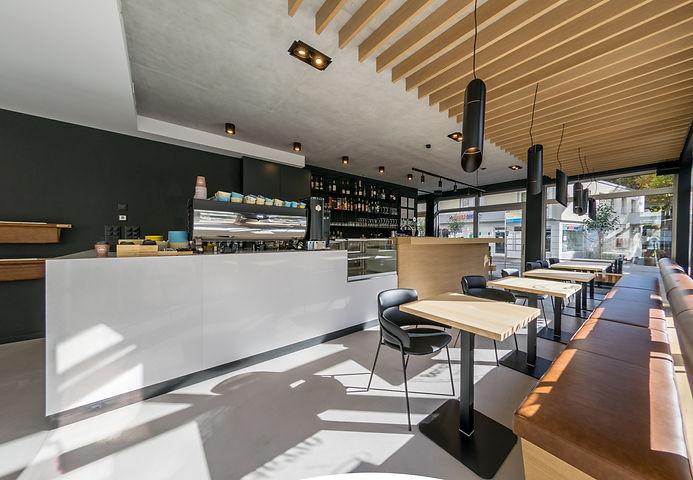 Caffe DON Barista 1-2.jpg