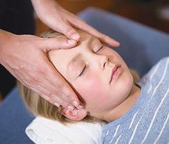 head-massage-child_crop3.jpg