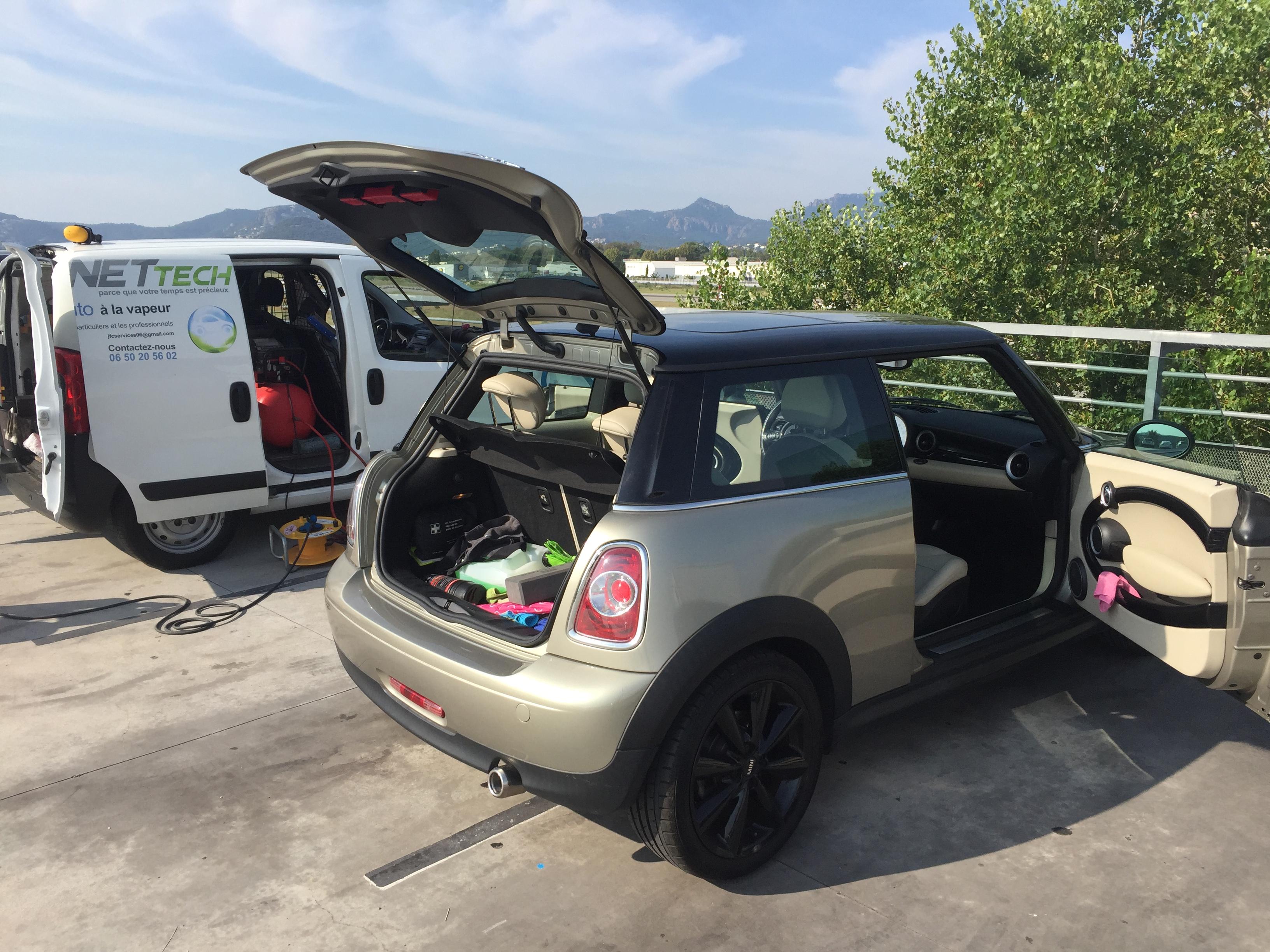 Nettoyage véhicule au travail