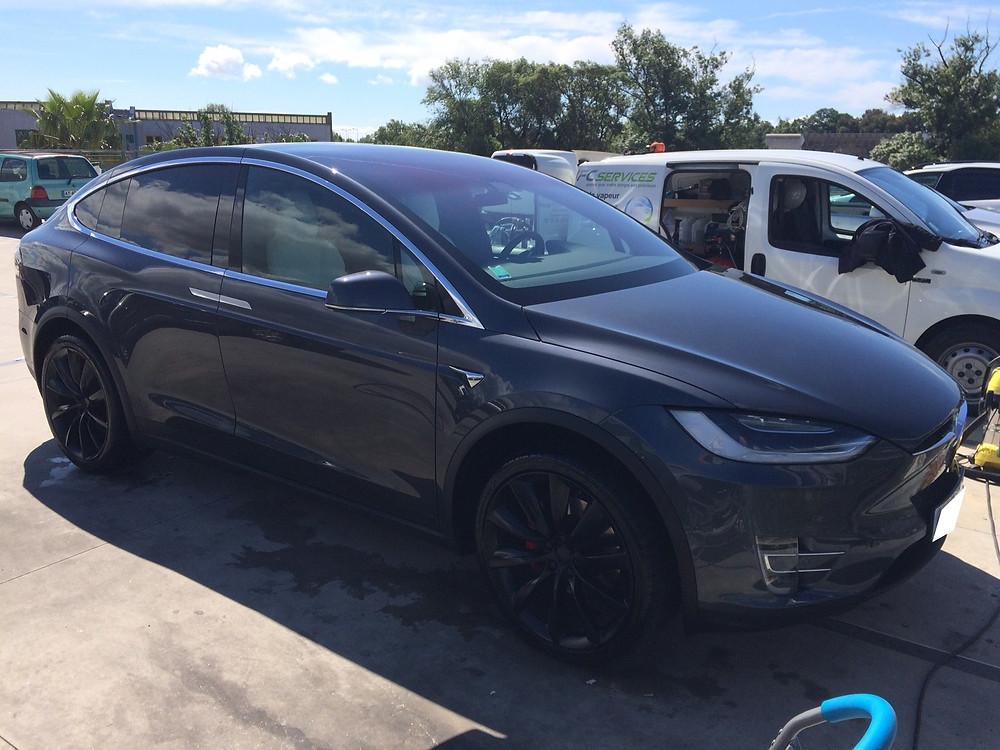 Nettoyage Tesla X sur le lieu de travail (70€)