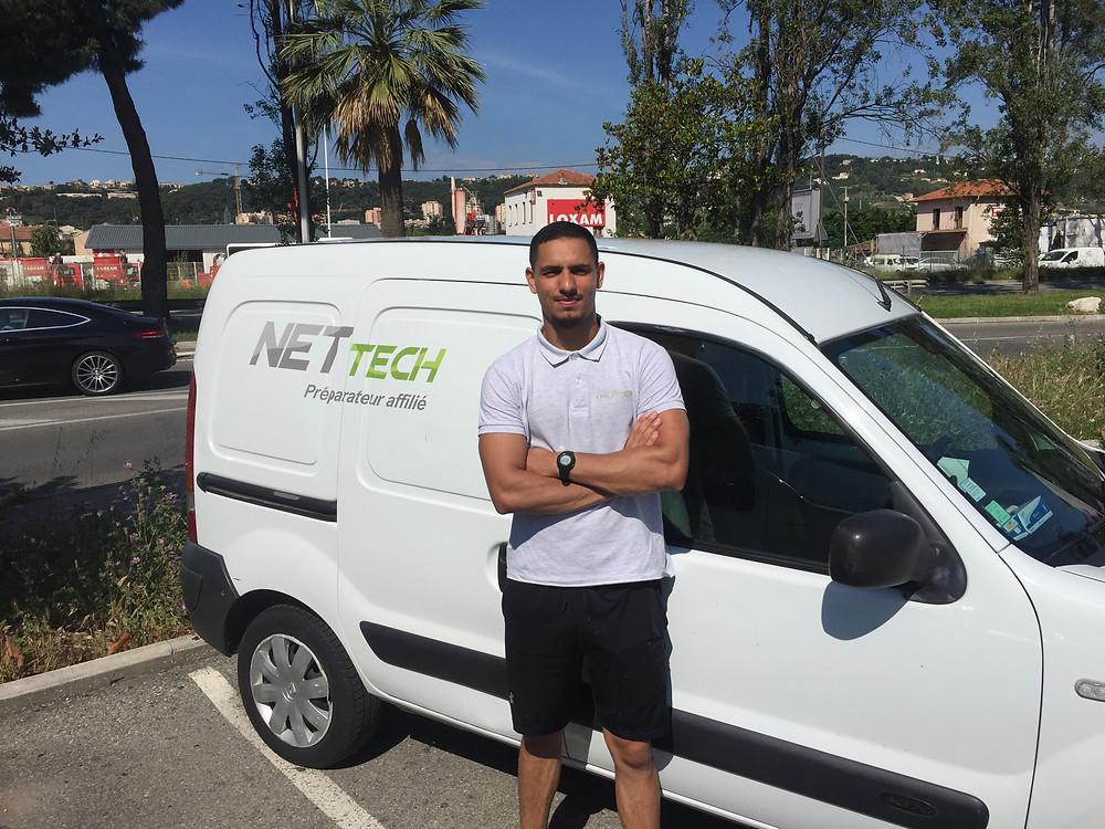 Mehdi a rejoint le réseau avec son propre véhicule, il a suffit de le marquer aux couleurs de la marque.
