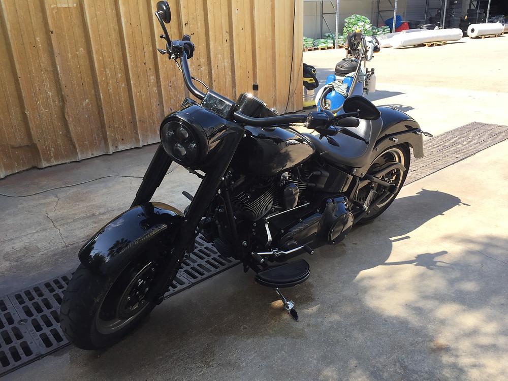 Harley Davidson après nettoyage vapeur, sur le lieu de travail du client.
