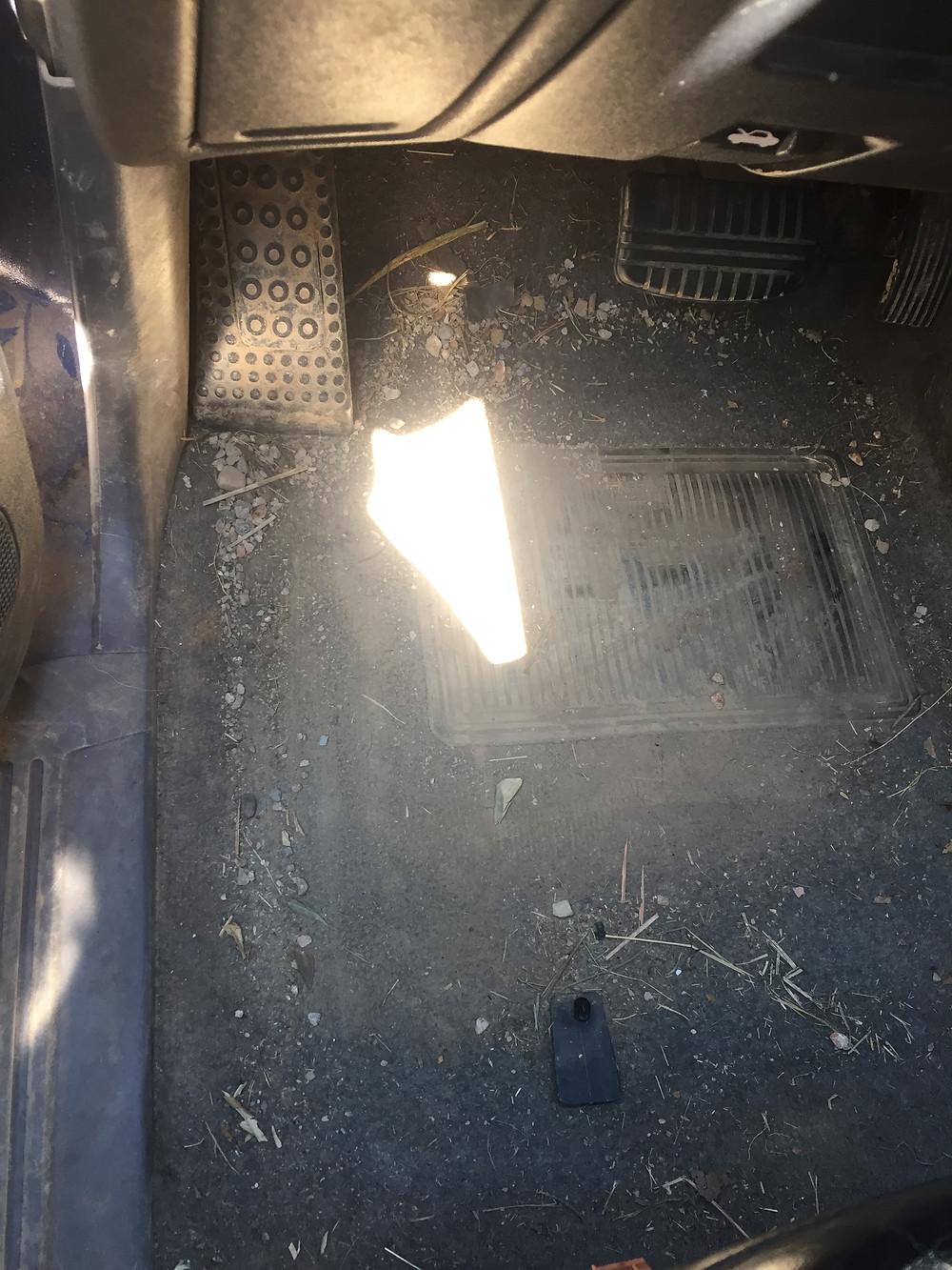 Emplacement conducteur avant nettoyage