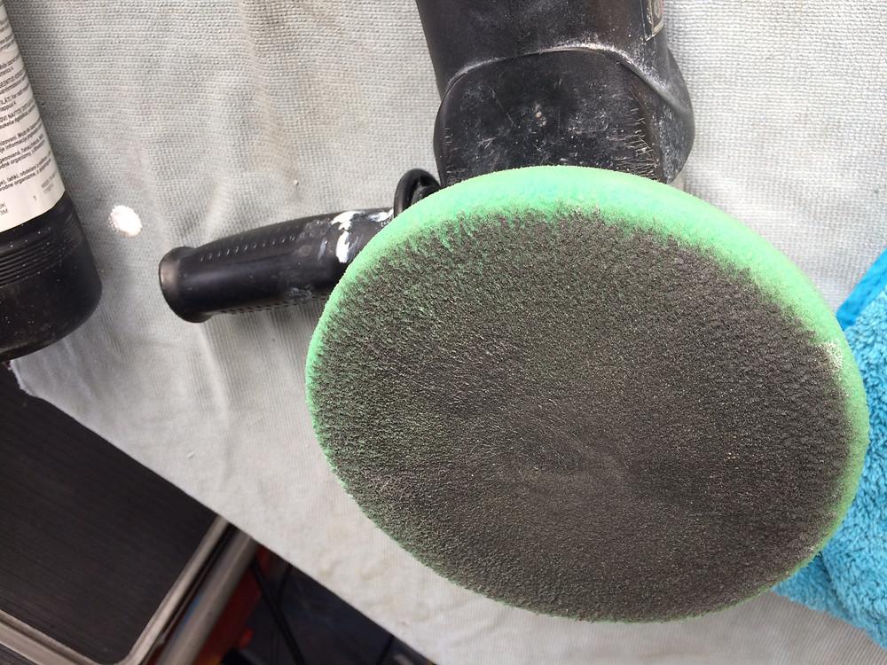 Pad de polissage avec dépôt de peinture/vernis