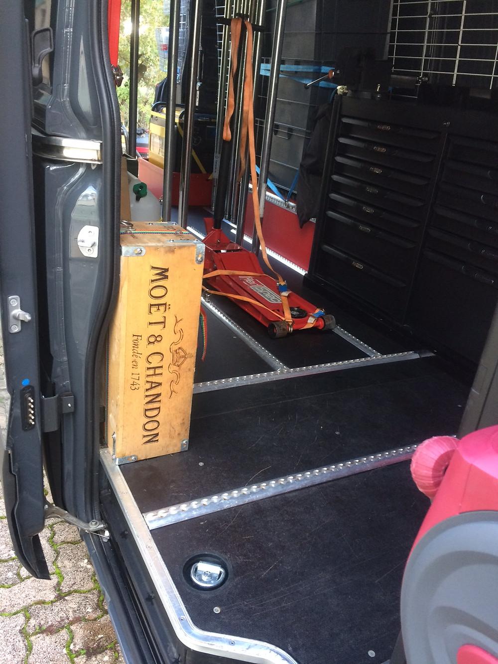 Nettoyage passage de portes caisse + cabine