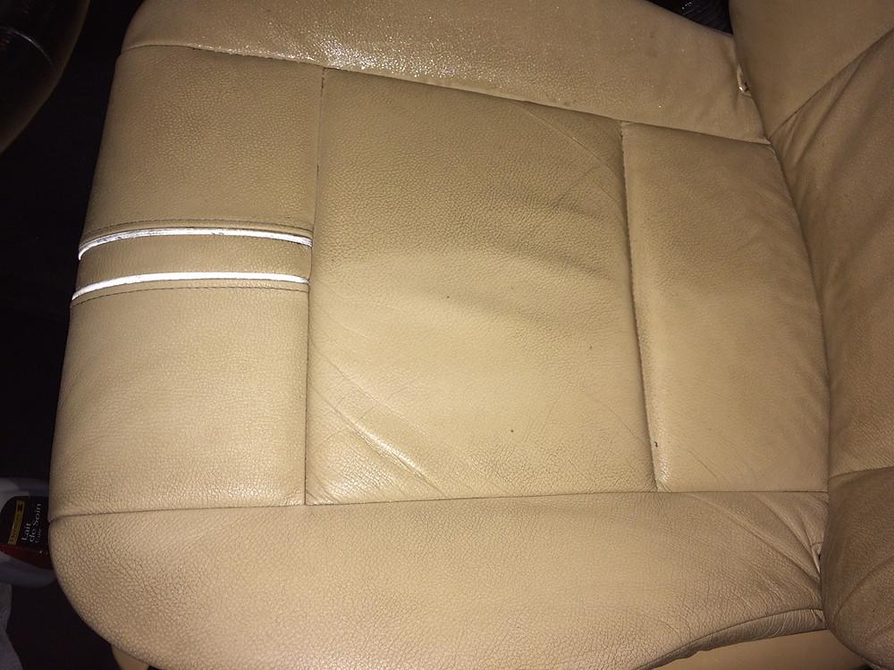 Assise conducteur en court de nettoyage (fait en bas)