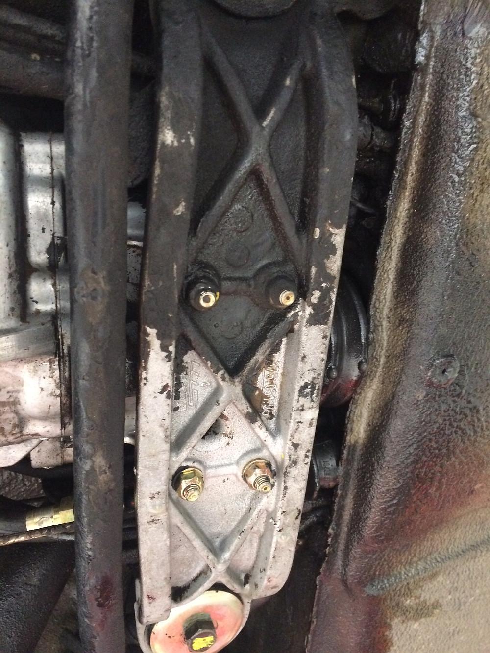 Détail chassis en cours de décapage vapeur