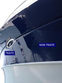 Détail lustrage coque yacht.