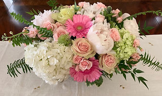 LONG AND LOW FLORAL CENTERPIECE