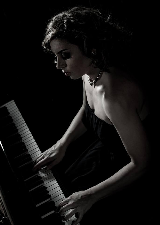Arts Club Piano BW