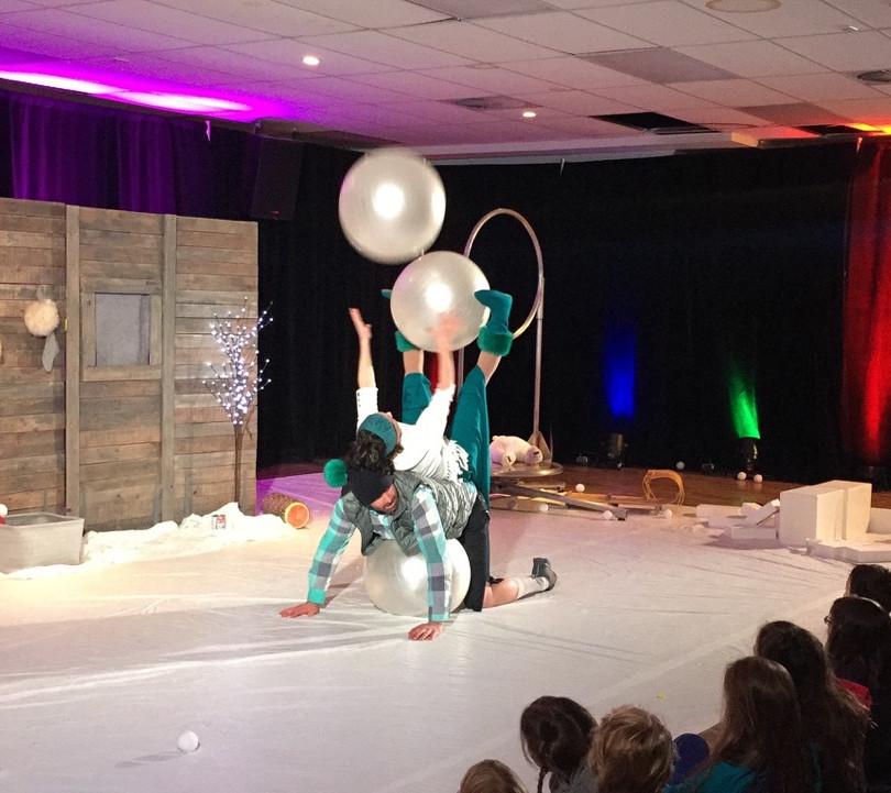 Cirque et boules de neige
