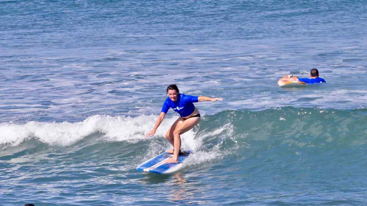 woman_surfing_scpcnz