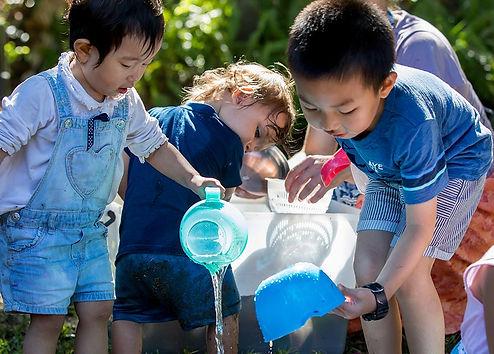 toddlers-play-water.jpg