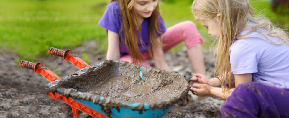 girls-playing-with-mud.jpg