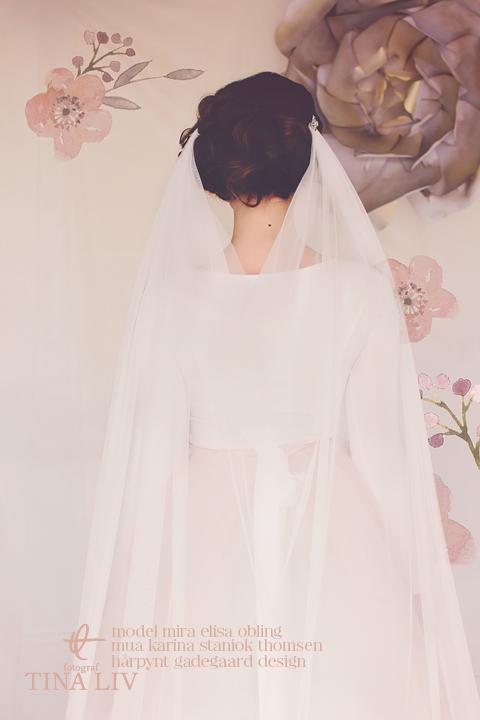 cora clip bridal veil