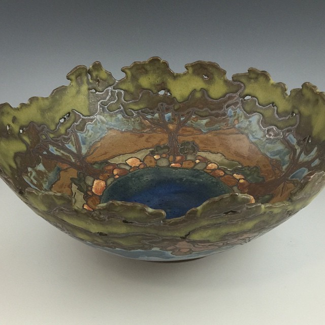 #artsandcraftsmovement #pottery #sassafr
