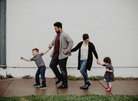 Schuldgefühle, Ohnmacht und kaum Entspannung – der Alltag vieler Eltern ist in Zeiten wie diesen noc