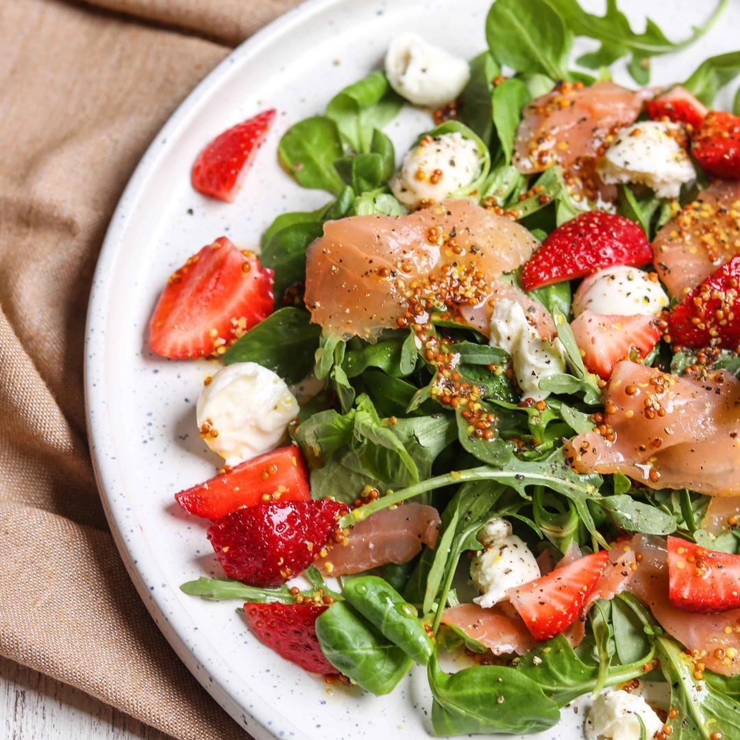 strawberry-smoked-salmon-salad-6.jpg